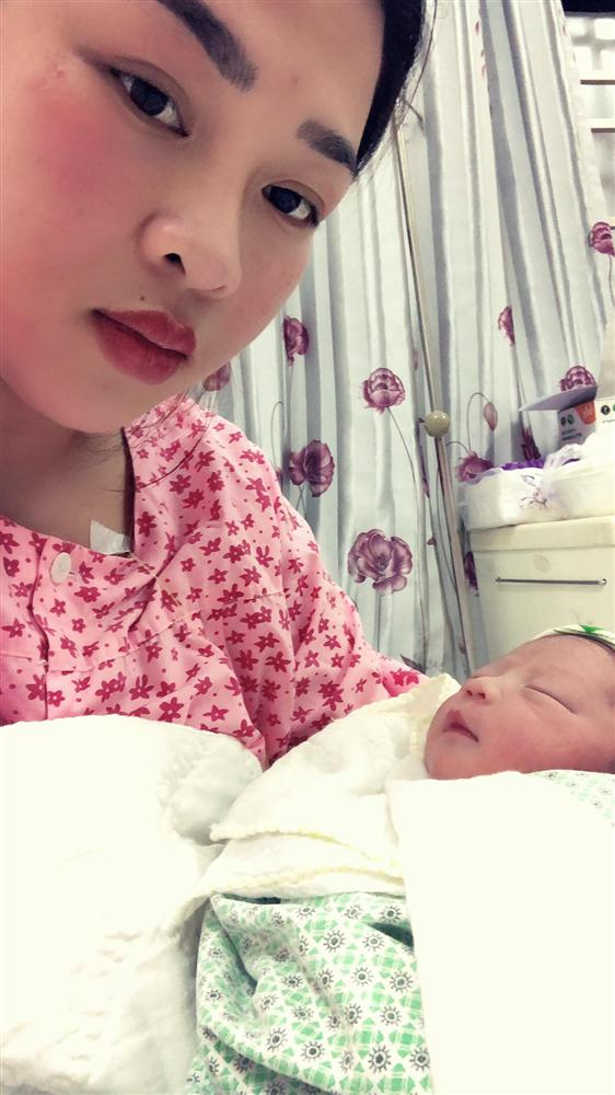 Mẹ Thái Nguyên sinh mổ lần 5 vì quá nghiện con, có lần đang mổ thì gặp trục trặc nên bị y tá liên tục tát vào mặt-2