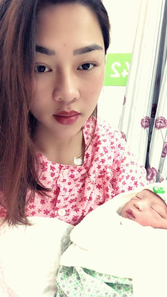 Mẹ Thái Nguyên sinh mổ lần 5 vì quá nghiện con, có lần đang mổ thì gặp trục trặc nên bị y tá liên tục tát vào mặt-3