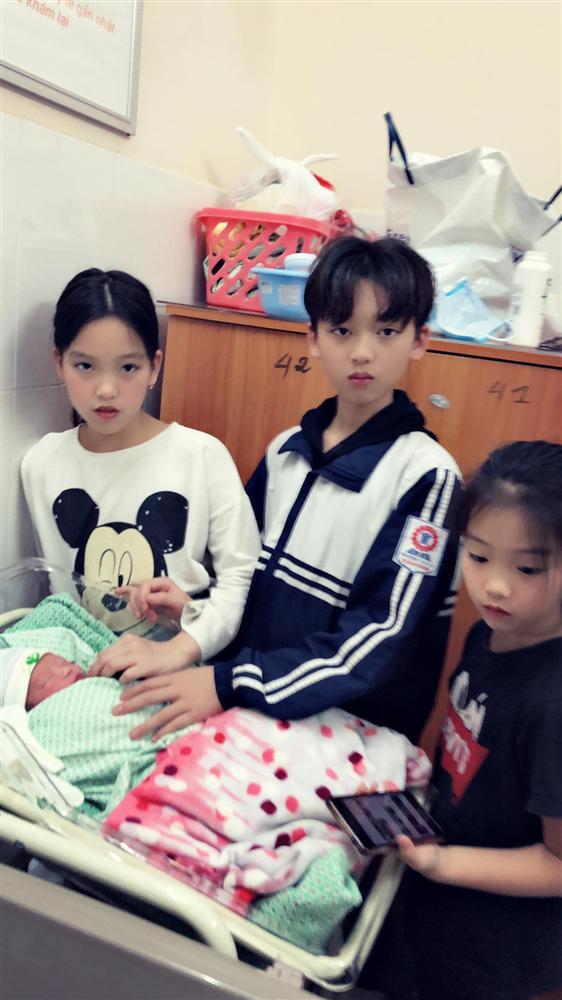 Mẹ Thái Nguyên sinh mổ lần 5 vì quá nghiện con, có lần đang mổ thì gặp trục trặc nên bị y tá liên tục tát vào mặt-4