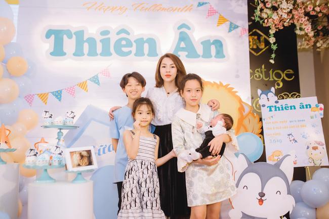 Mẹ Thái Nguyên sinh mổ lần 5 vì quá nghiện con, có lần đang mổ thì gặp trục trặc nên bị y tá liên tục tát vào mặt-11