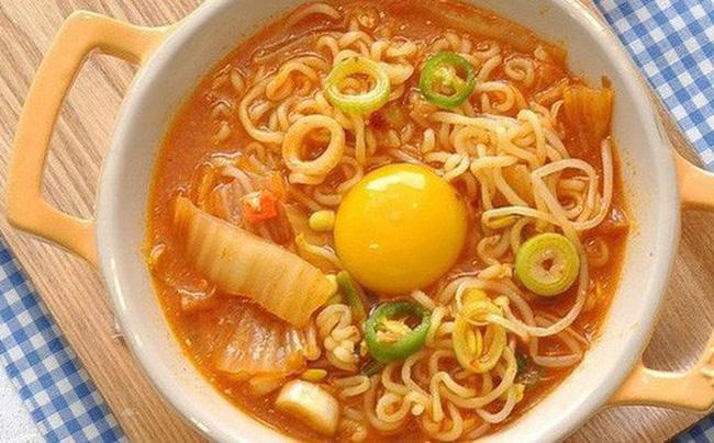 3 kiểu ăn sáng dễ gây hại cho sức khỏe của trẻ, hầu hết bố mẹ Việt đều đang cho con ăn sáng như vậy-1