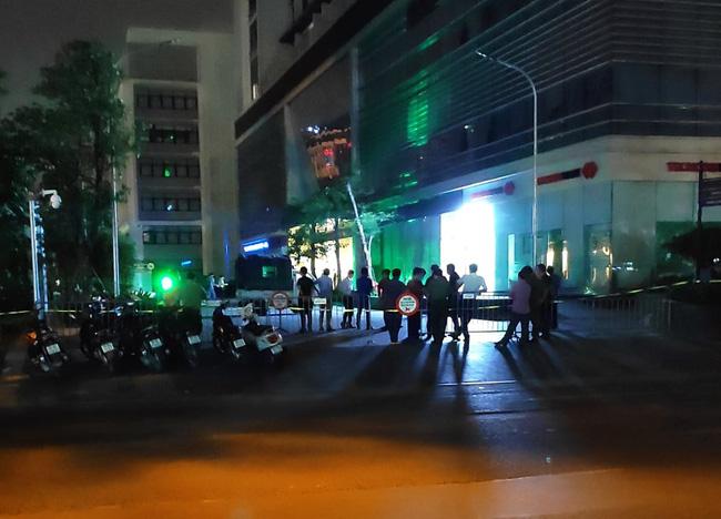 Hà Nội: Kinh hoàng 2 người cùng rơi từ tầng cao chung cư xuống đất tử vong tại chỗ-2