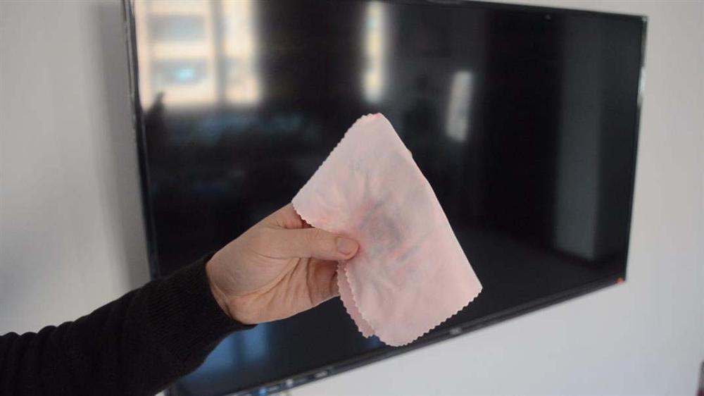 Cách vệ sinh màn hình tivi đúng cách, sạch không tì vết lại không gây hư hỏng-9