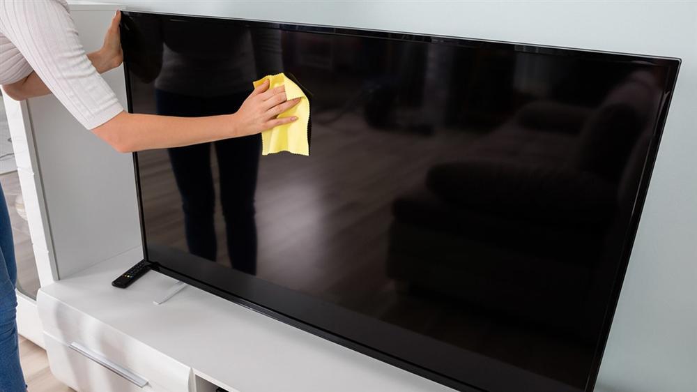 Cách vệ sinh màn hình tivi đúng cách, sạch không tì vết lại không gây hư hỏng-10