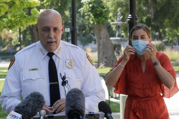 Gọi điện cầu cứu sự giúp đỡ, người mẹ bàng hoàng khi con trai tự kỷ 13 tuổi bị cảnh sát Mỹ bắn gây chấn động dư luận-2