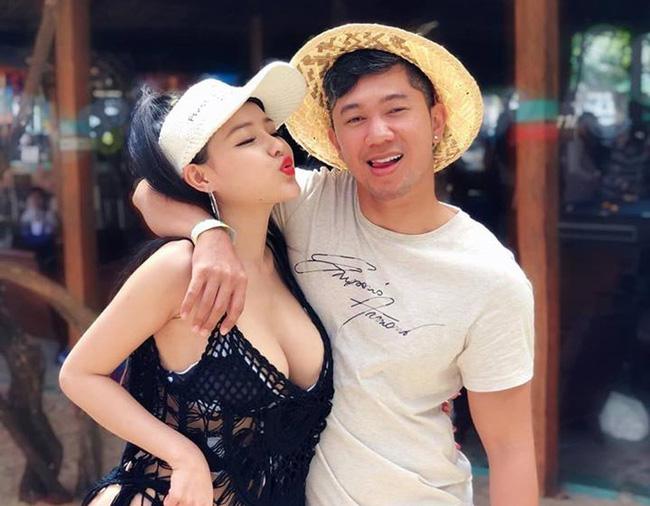 Ngân 98 đăng hình chụp thân mật với Quang Lê nhưng bàn tay của nam ca sĩ đặt ở vị trí nhạy cảm gây tranh cãi-2