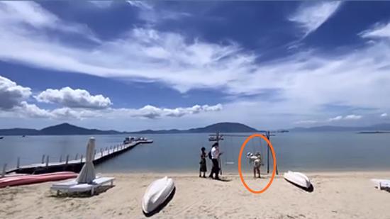 Rich kid Tiên Nguyễn đi du lịch Nha Trang cùng gia đình, vô tình bị anh trai Phillip Nguyễn bóc mẽ hậu trường sống ảo trên bờ biển-5