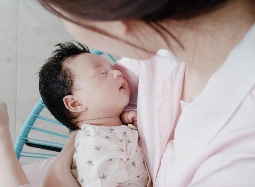 Mới hơn 2 tuổi, con gái xinh như búp bê của HH Đặng Thu Thảo đã đối đáp khéo léo-8