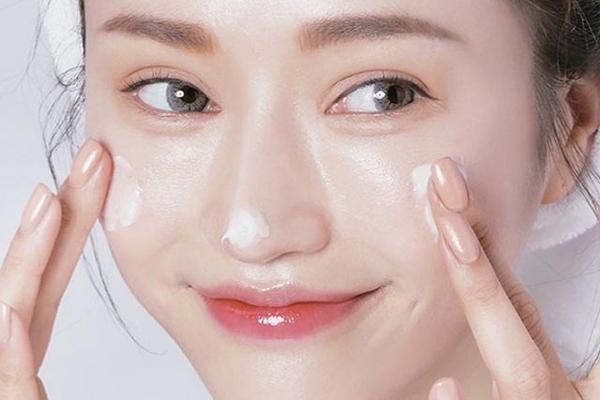 5 loại kem dưỡng ẩm giúp làn da căng mướt