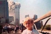 Câu chuyện cậu bé đứng chụp ảnh điềm tĩnh, đằng sau là tòa tháp bốc cháy trong thảm kịch 11/9 gây ra nhiều tranh luận
