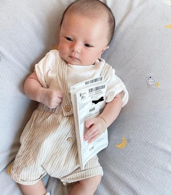 Lục lại ảnh ngày bé của Duy Mạnh, dân mạng lập tức khẳng định: Quỳnh Anh lại không thoát được kiếp đẻ thuê rồi!-4