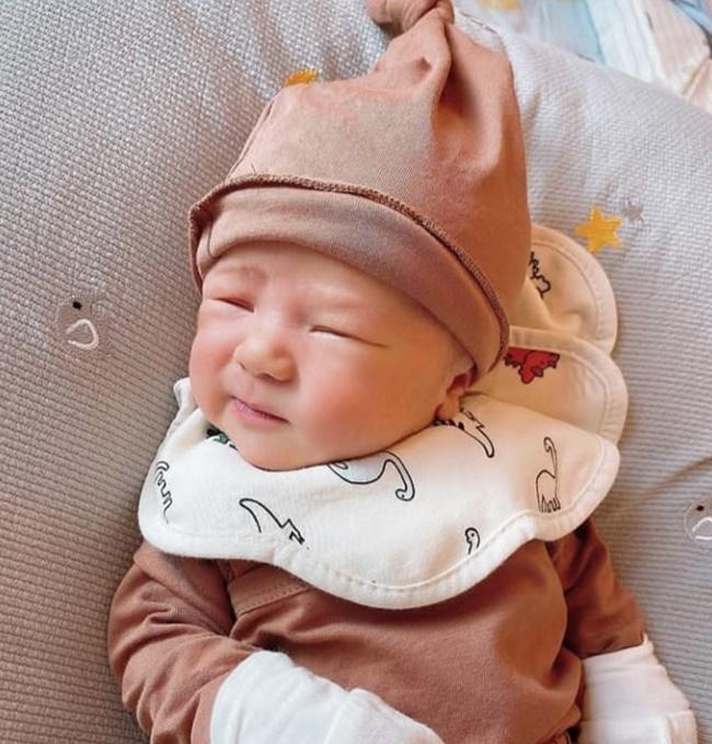 Lục lại ảnh ngày bé của Duy Mạnh, dân mạng lập tức khẳng định: Quỳnh Anh lại không thoát được kiếp đẻ thuê rồi!-6