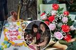 Cô dâu 63 tuổi ở Cao Bằng tổ chức tiệc 2 năm ngày cưới, gây tranh cãi khi mặc váy cô dâu rườm rà đứng đón khách-6