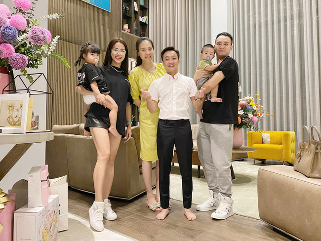 Đọ sắc hội chị em toàn hot mom của Đàm Thu Trang khi làm bà đẻ: Người phá nét không nhận ra, người xinh đến mức bác sĩ phải khen-3