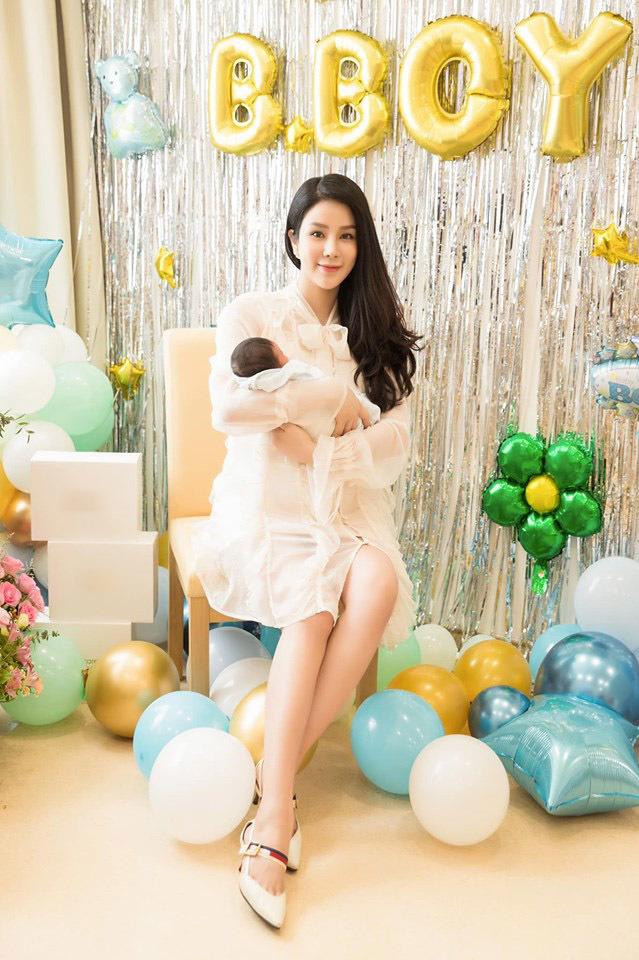 Đọ sắc hội chị em toàn hot mom của Đàm Thu Trang khi làm bà đẻ: Người phá nét không nhận ra, người xinh đến mức bác sĩ phải khen-10