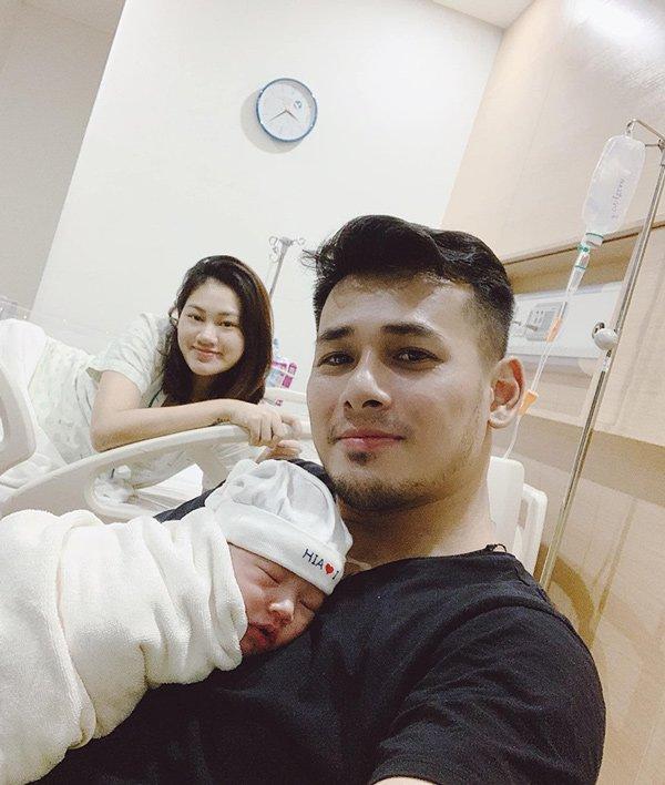Đọ sắc hội chị em toàn hot mom của Đàm Thu Trang khi làm bà đẻ: Người phá nét không nhận ra, người xinh đến mức bác sĩ phải khen-13