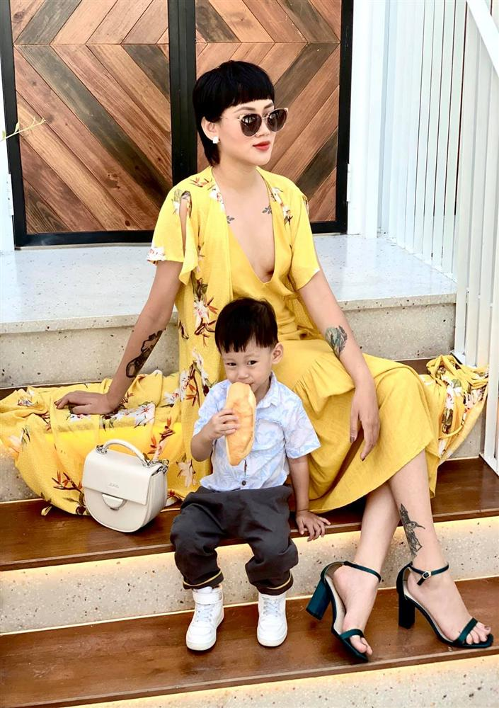Đọ sắc hội chị em toàn hot mom của Đàm Thu Trang khi làm bà đẻ: Người phá nét không nhận ra, người xinh đến mức bác sĩ phải khen-17