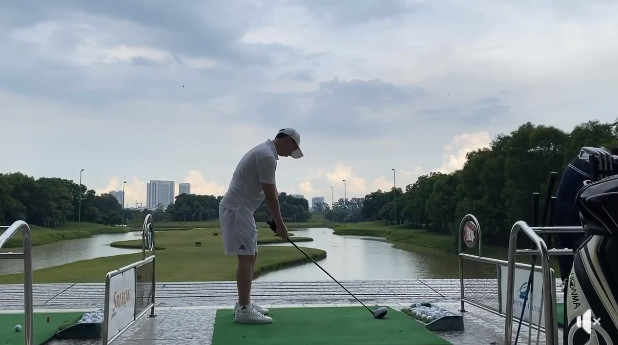 Chưa thấy kiện Âu Hà My, Trọng Hưng đăng clip đi chơi golf cùng status Đại bàng và Quạ đầy ẩn ý-4