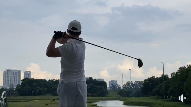 Chưa thấy kiện Âu Hà My, Trọng Hưng đăng clip đi chơi golf cùng status Đại bàng và Quạ đầy ẩn ý-5