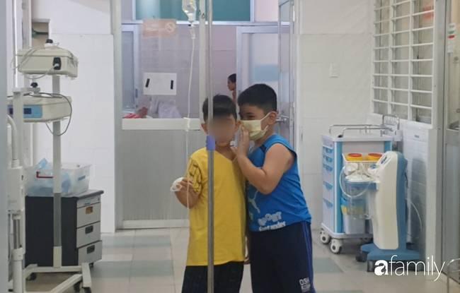 Hàng chục trẻ nghi ngộ độc sau bữa ăn ở trường tiểu học: Số người nhập viện tăng lên thành 45, trong đó có 2 giáo viên-5