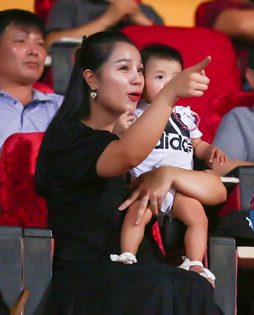 Khánh Linh từng lên báo kể tủi thân vì lấy chồng cầu thủ-3