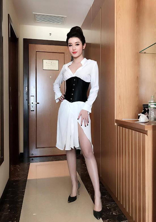 Phái đẹp ứng dụng corset vào street style hàng ngày: Là hết hồn hay đẹp theo cách riêng?-8