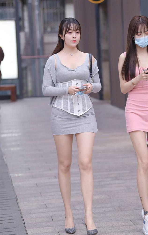Phái đẹp ứng dụng corset vào street style hàng ngày: Là hết hồn hay đẹp theo cách riêng?-12