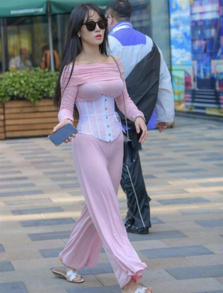 Phái đẹp ứng dụng corset vào street style hàng ngày: Là hết hồn hay đẹp theo cách riêng?-14