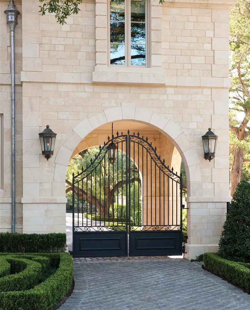 Các mẫu cổng nhà đẹp mang lại bộ mặt hoàn hảo cho tổ ấm của bạn-11