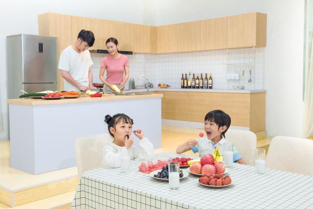 Cho con ăn sáng theo cách này là đang hại con, không chỉ ảnh hưởng xấu đến sức khỏe mà trí tuệ cũng giảm sút, cha mẹ cần sửa ngay trước khi quá muộn!-1