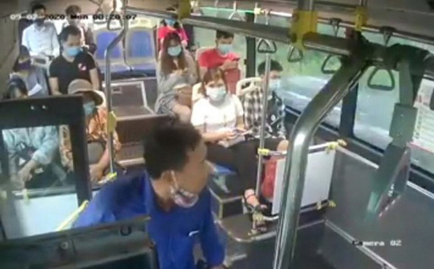 Người đàn ông nhổ nước bọt vào nữ phụ xe buýt từng làm chủ doanh nghiệp, bị phá sản nên có bệnh lý tâm thần-1