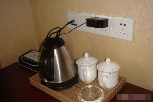 Tại sao nên đổ nước sôi lên bồn cầu khách sạn trước khi sử dụng? Đọc xong bài viết này bạn sẽ rất bất ngờ-2