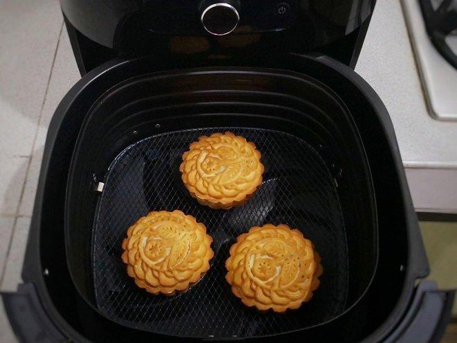 Mách bạn cách làm bánh trung thu bằng nồi chiên không dầu đơn giản mà chuẩn ngon-14