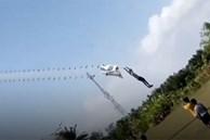 Cậu bé 14 tuổi bị cuốn lên trời khi đang thả diều