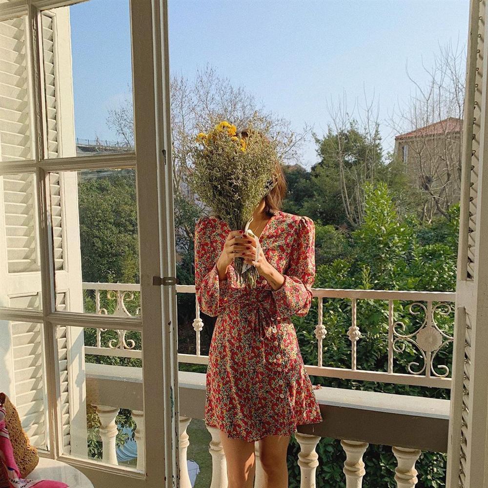 Gái Pháp cứ Thu đến là lại diện váy hoa, mặc vừa xinh lại còn siêu thanh lịch-5