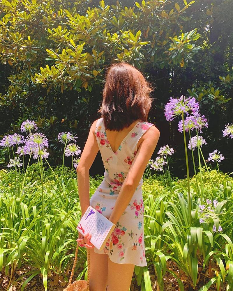 Gái Pháp cứ Thu đến là lại diện váy hoa, mặc vừa xinh lại còn siêu thanh lịch-8