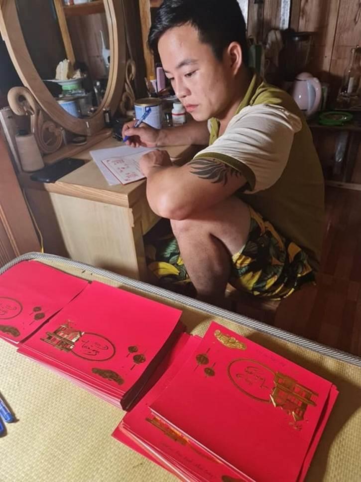 Cô dâu Cao Bằng chơi lớn phát cả trăm thiệp hồng mời bạn bè dự tiệc kỉ niệm 2 năm ngày cưới-3