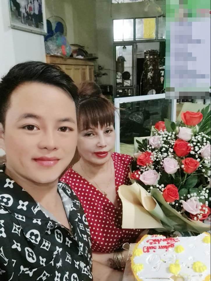 Cô dâu Cao Bằng chơi lớn phát cả trăm thiệp hồng mời bạn bè dự tiệc kỉ niệm 2 năm ngày cưới-4
