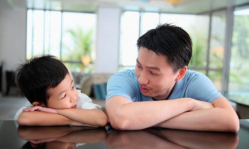 Con cái xa cách bố mẹ, hãy làm ít nhất 1 điều sau trước khi đi ngủ, bé không những lại dính như sam mà tương lai còn tươi sáng, rộng mở-3