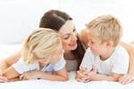 Con cái xa cách bố mẹ, hãy làm ít nhất 1 điều sau trước khi đi ngủ, bé không những lại 'dính như sam' mà tương lai còn tươi sáng, rộng mở