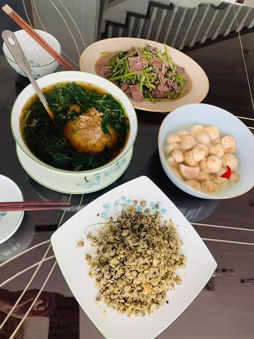 Vân Hugo thả thính ngọt khi nấu ăn cho chồng mới cưới, dàn sao Việt bình luận hài hước-3