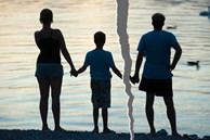 Cuộc ly hôn đặc biệt giữa 2 người chồng chung 1 vợ, 2 đứa con chung mẹ nhưng có hai người bố!
