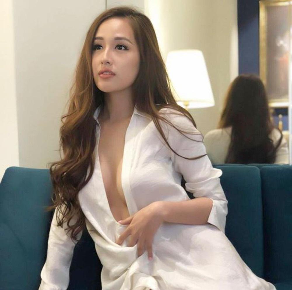 Hoa hậu mặc bốc nhất hẳn là Mai Phương Thúy: Chuyên diện váy áo trễ nải, nhiều phen vòng 1 như trào ra ngoài-7