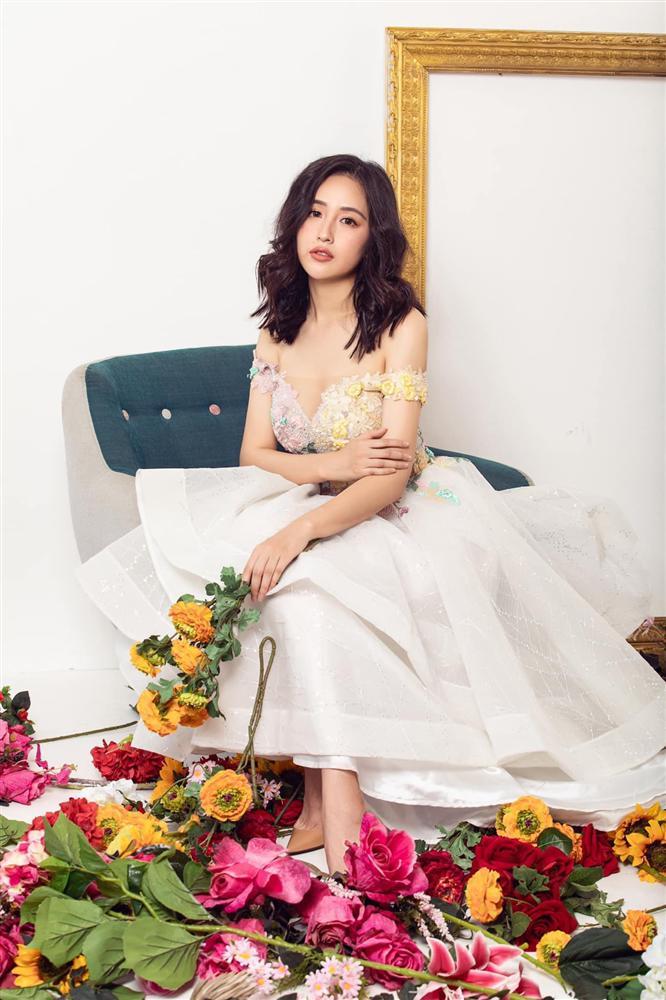 Hoa hậu mặc bốc nhất hẳn là Mai Phương Thúy: Chuyên diện váy áo trễ nải, nhiều phen vòng 1 như trào ra ngoài-8