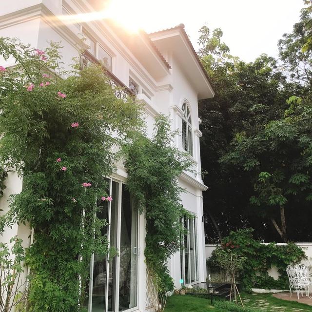 Biệt thự nhà vườn ngập tràn các loại hoa của gia đình ở Bình Dương-1