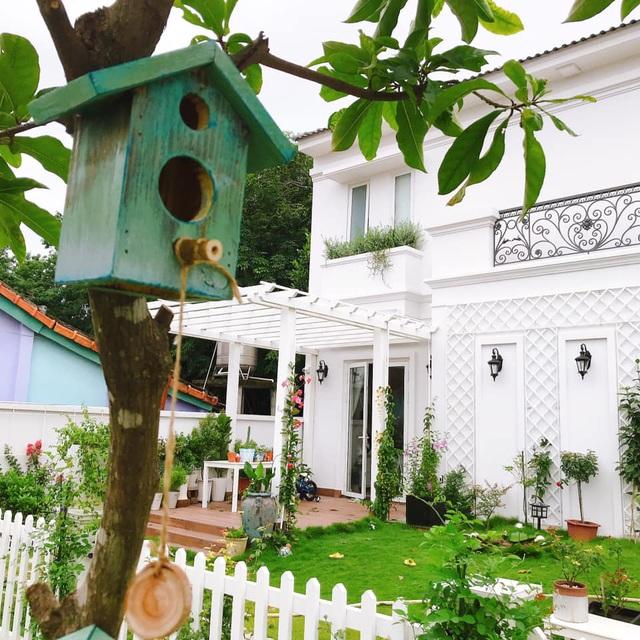 Biệt thự nhà vườn ngập tràn các loại hoa của gia đình ở Bình Dương-2