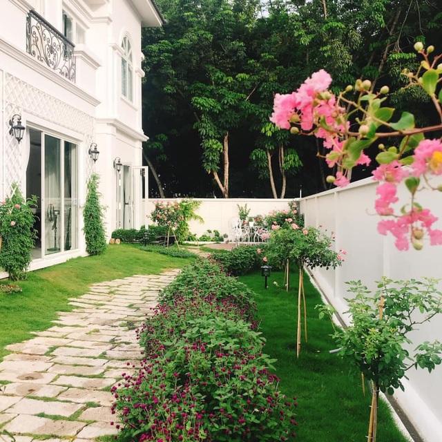 Biệt thự nhà vườn ngập tràn các loại hoa của gia đình ở Bình Dương-4