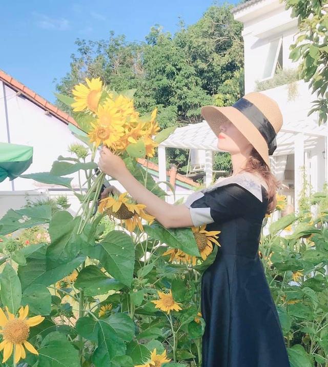 Biệt thự nhà vườn ngập tràn các loại hoa của gia đình ở Bình Dương-11