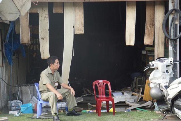 Dãy nhà trọ ở Sài Gòn sụp đổ trong biển lửa, nhiều gia đình nghèo bật khóc vì tài sản bị thiêu rụi-1