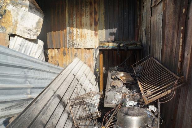 Dãy nhà trọ ở Sài Gòn sụp đổ trong biển lửa, nhiều gia đình nghèo bật khóc vì tài sản bị thiêu rụi-8